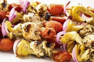 easy greek chicken kabobs