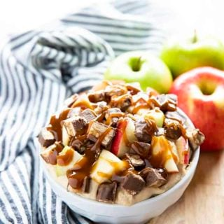 caramel apple dip with snickers