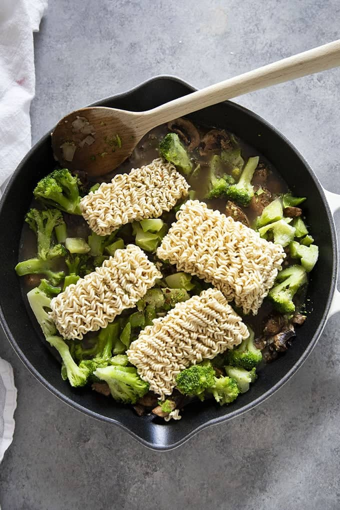 ramen noodles with mushrooms and broccoli