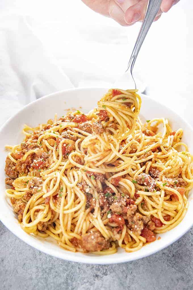 spaghetti sauce with spaghetti in a bowl